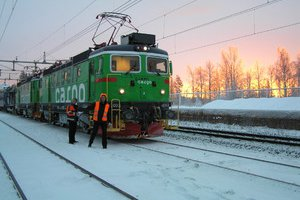 Locomotive from Green Cargo in front of the EuropeTrain